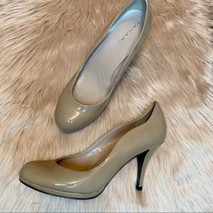 Tahari Nude Patent Leather Collette Heels Size 7
